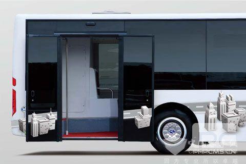 整车低地板设计,实现后轮后开门,提高乘客上下车效率 同时车辆内部采用大容量设计,结构采用宽门(单门净宽1200MM),宽通道设计(前桥处通道宽900MM,后桥处通道宽度为560MM),车厢通过性能良好,并增加了载客量,乘客座椅达到32个,全车的承载人数可以达到79人。 全承载技术,有效减重降耗