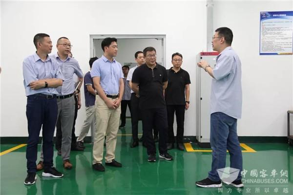 湖北潜江市领导莅临上海申龙调研 对企业发展给予高度评价