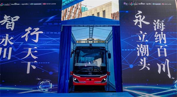 金龙-百度L4级自动驾驶中巴全球首发 西部首条自动驾驶公交线同步上线