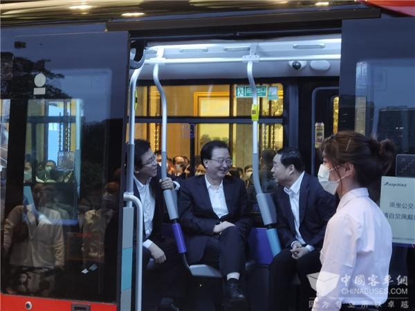 """""""网红巴士""""再上阵 金旅""""星辰""""服务第四届数字中国建设峰会"""